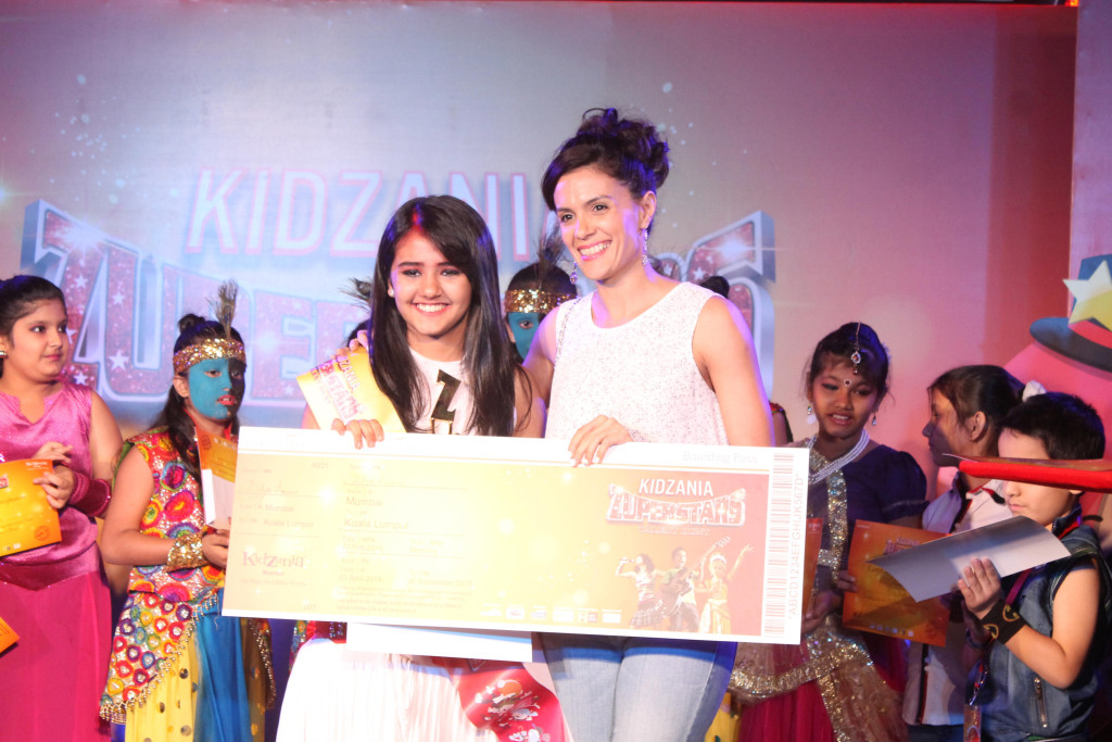 2Winner Diya Anam with judge Aneesha Dalal from Shiamak Davar Dance Company
